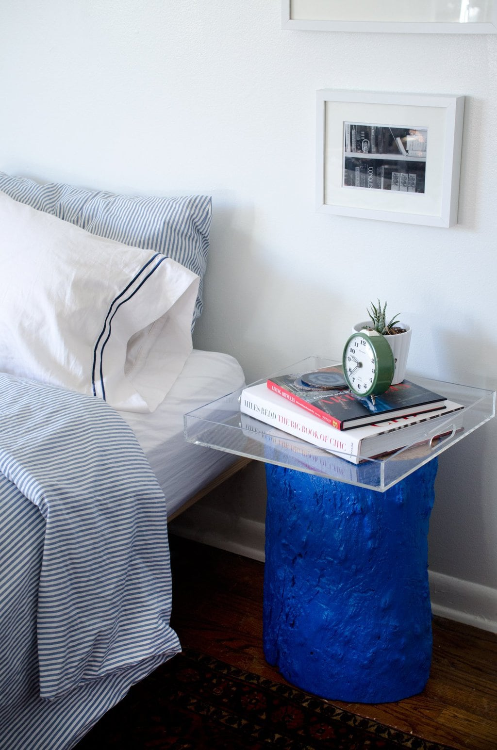 Paint a tree stump an unexpected color... DIY Painted Stump from Thou Swell http://thouswell.com/