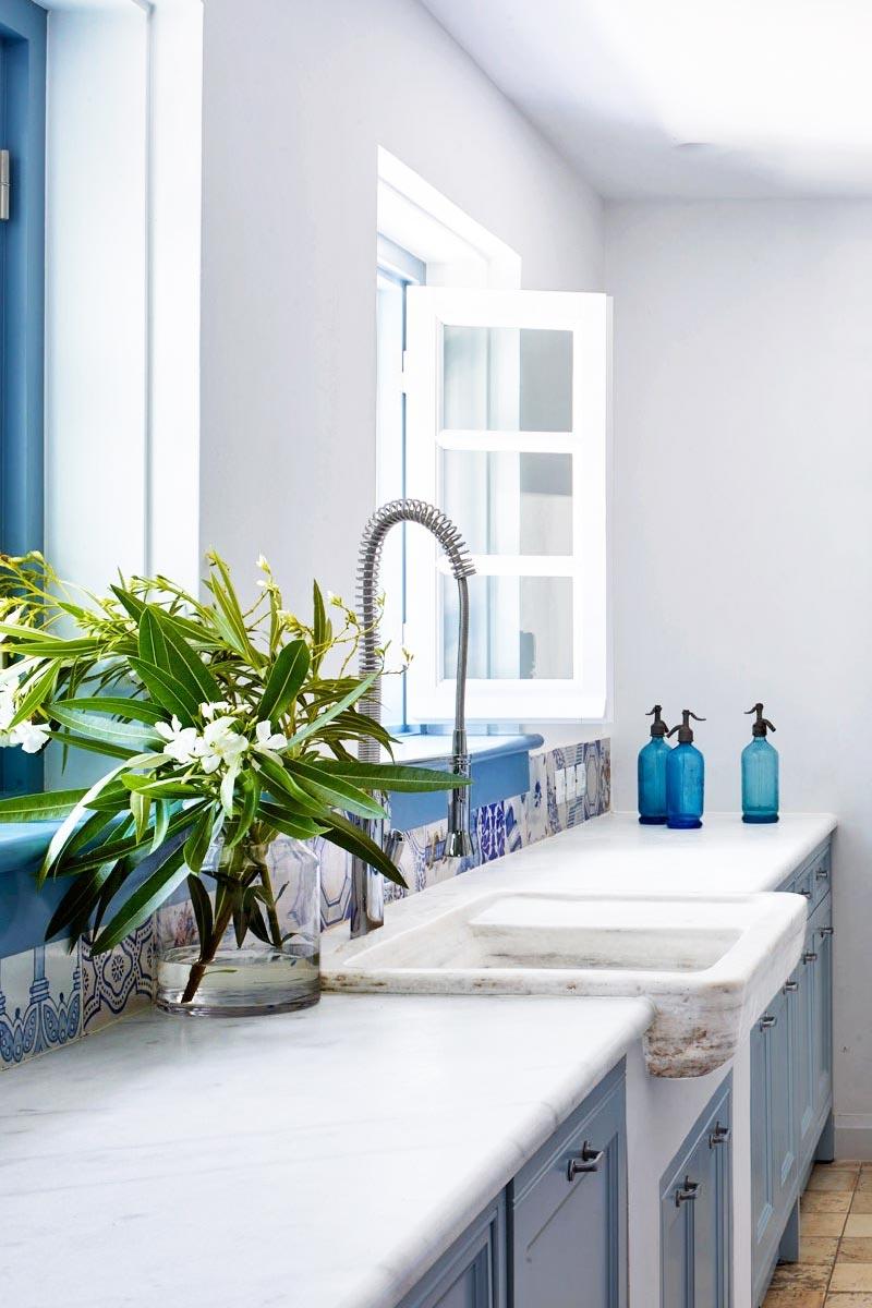 Simple blue and white kitchen in a Mediterranean villa via @thouswellblog