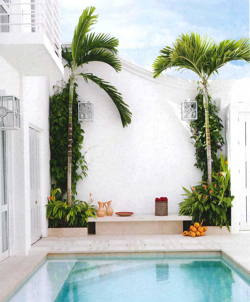 Modern swimming pool design inspiration and garden via Thou Swell #swimmingpool #poolinspiration #outdoorpool #pooldesign #pool