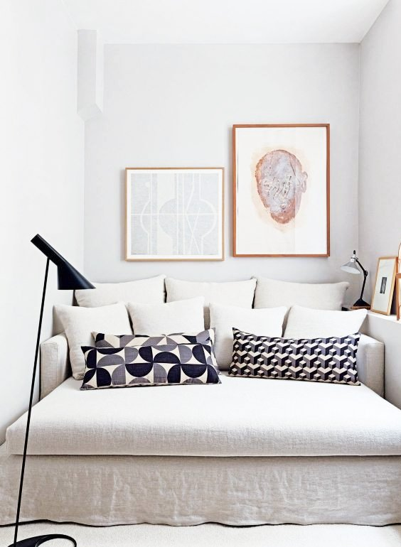 Linen daybed with layers of throw pillows via @thouswellblog