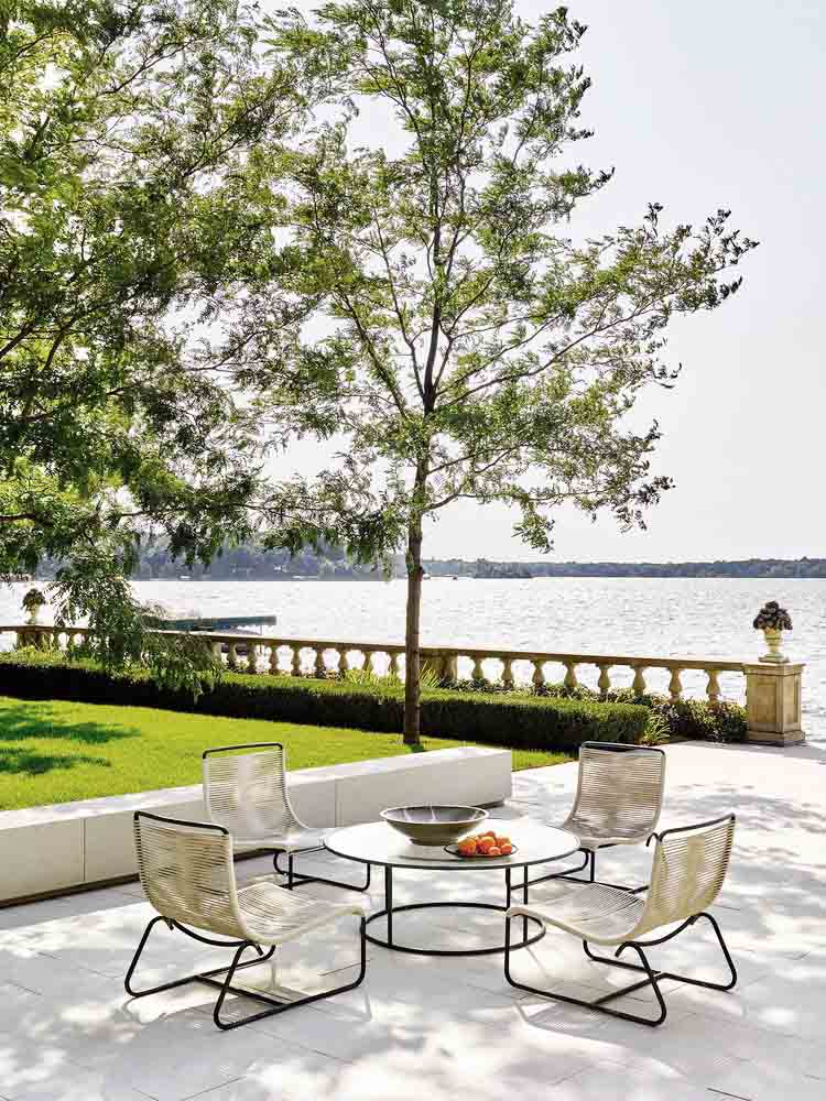 Lakeside Collection Patio Furniture: Museum Style Living In A Lakeside Home