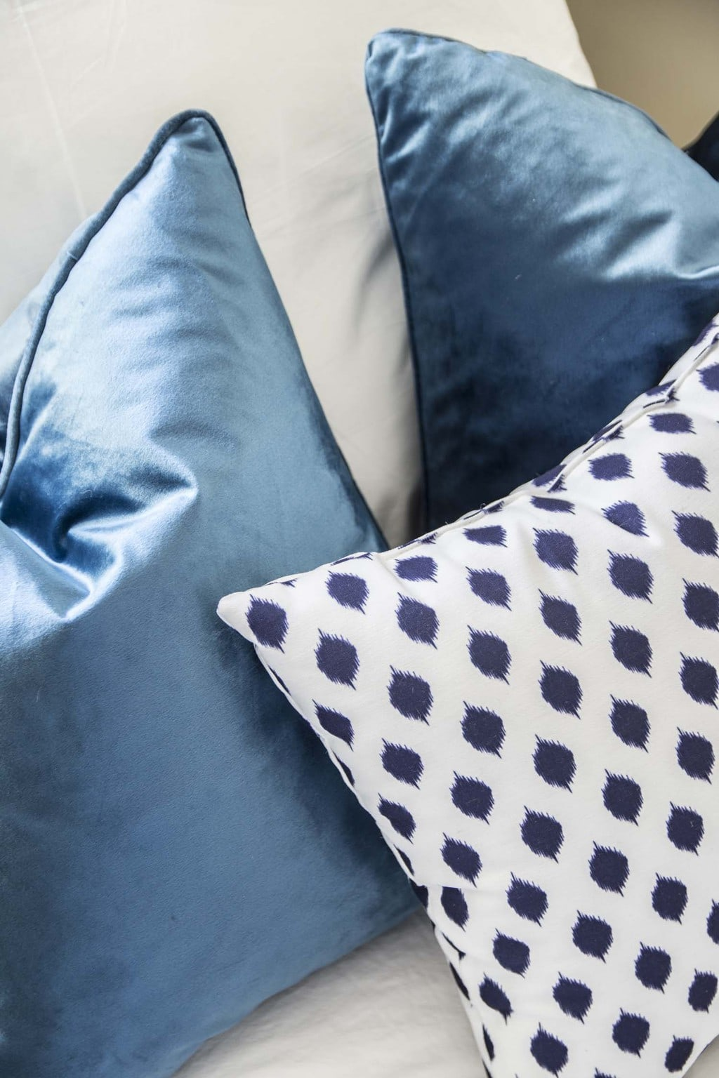 Blue velvet and Ikat dot throw pillows on Thou Swell @thouswellblog
