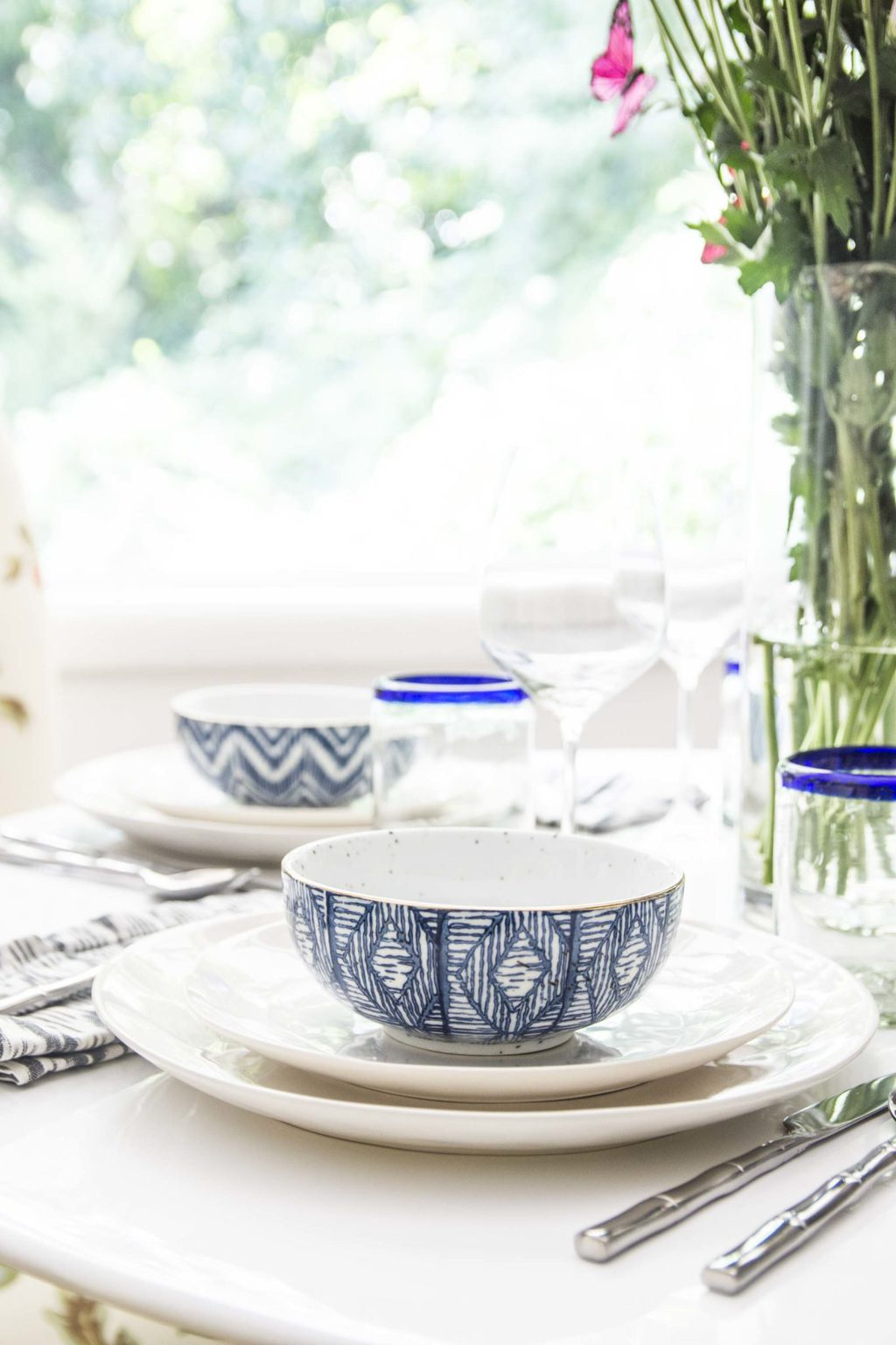Whimsical patterned table setting on Thou Swell @thouswellblog