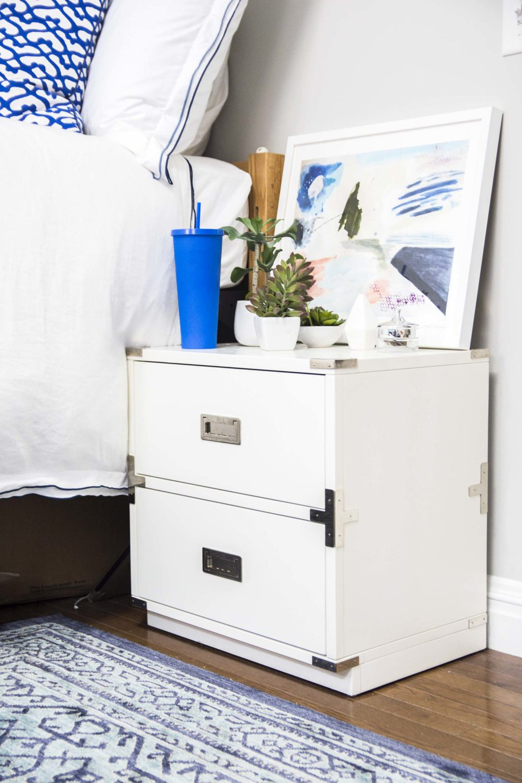 Blue and white bedroom dorm room design on Thou Swell @thouswellblog