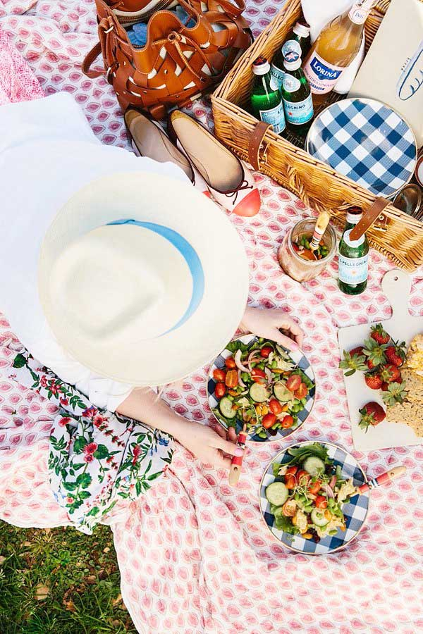 Colorful picnic with Waiting on Martha, five online grocery delivery services on Thou Swell @thouswellblog
