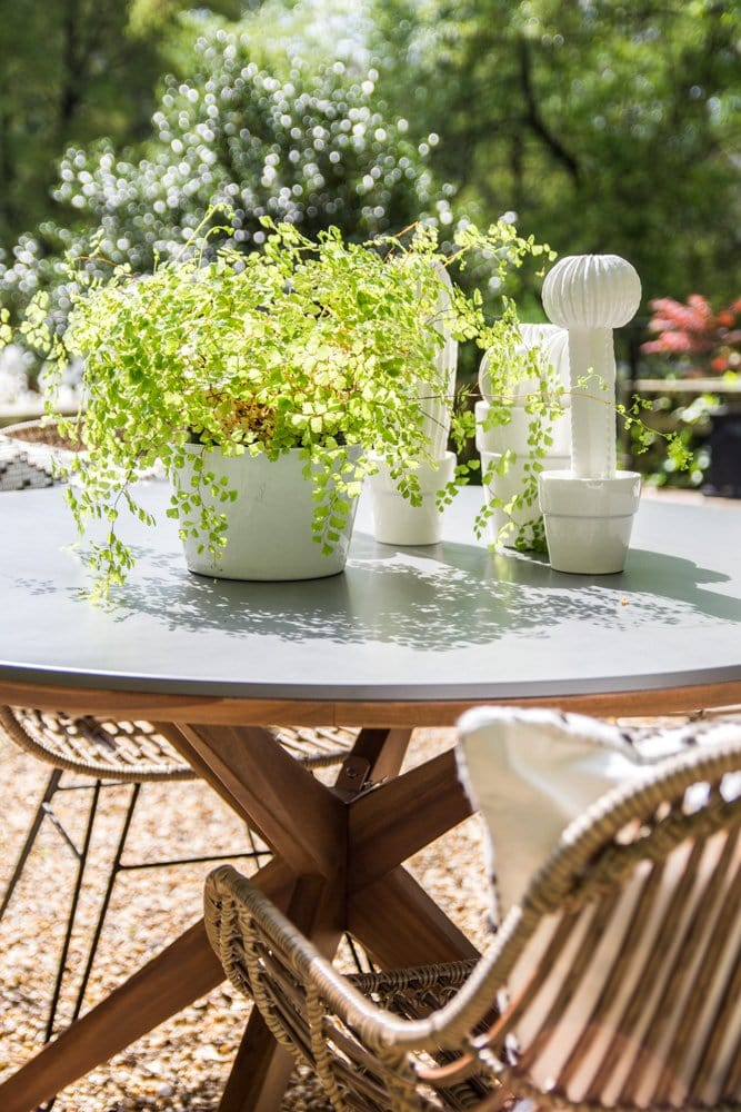Modern outdoor dining table and wicker chairs patio furniture on Thou Swell @thouswellblog