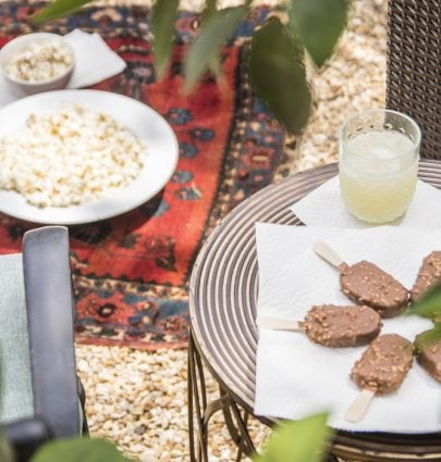 An outdoor movie night on the patio with Brawny Tear-A-Square paper towels on Thou Swell @thouswellblog
