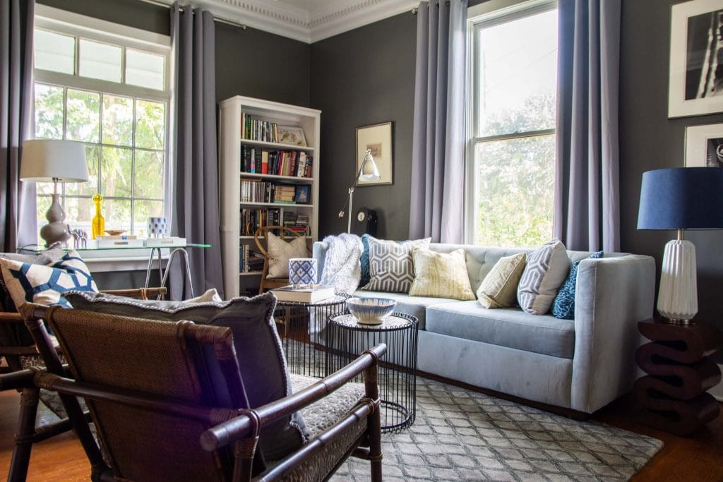 Behr Pencil Point dark gunmetal grey paint color with white trim living room design on Thou Swell #greypaint #darkgreypaint #darkgrey #paintcolors #paintideas #painting #paintingideas #wallpaint #bestpaint #livingroom
