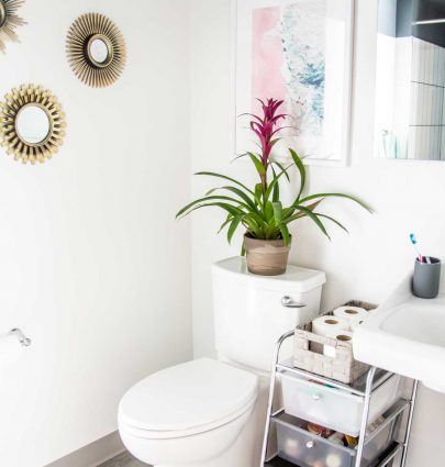 Apartment bathroom decor and organization with Walmart Back to College on Thou Swell @thouswellblog