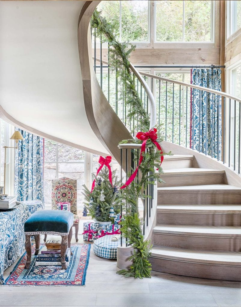 Home for the Holidays Showhouse by Atlanta Homes & Lifestyles first look on Thou Swell #showhouse #hometour #interiordesign #luxurydesign #atlantahomes #atlantashowhouse #holidaydecor #holidayshowhouse #holidayhome