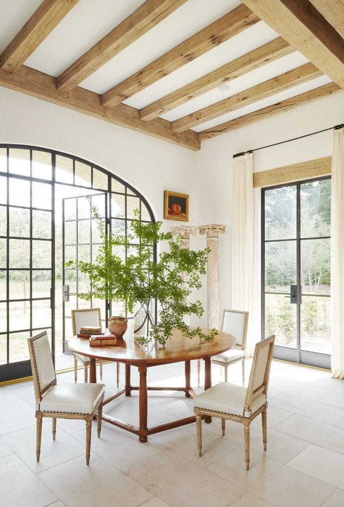 Modern farmhouse dining room design in Mountain Brook, Alabama by Paul Bates and Melanie Pounds on Thou Swell #farmhouse #alabama #southernhome #hometour #homedesign #interiordesign